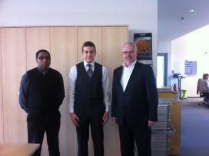 Praktikant K. Hamed mit Geschäftsführer G. Nikles und SAP HCM Teamleiter G. Ostermann
